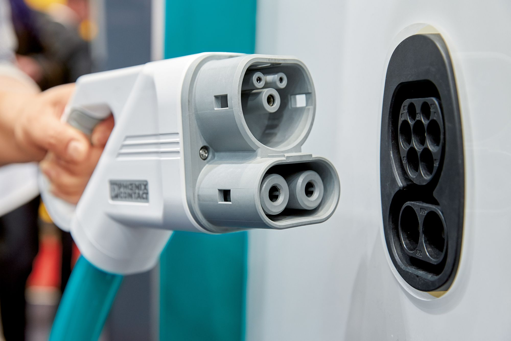 Manufacturers will join forces to build electric charging network